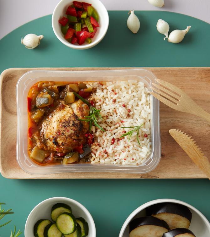 Haut de cuisse de poulet grillé, riz et ratatouille barquette - Le Petit Cuisinier