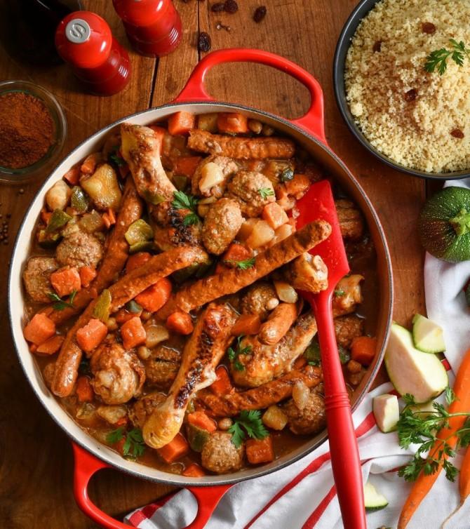 Couscous complet aux merguez, poulet et boulettes de bœuf, avec légumes et semoule -  Le Petit Cuisinier